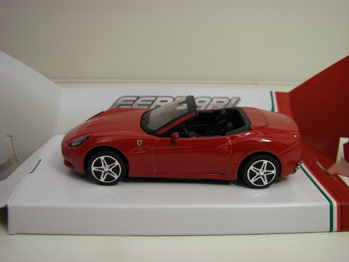 Ferrari California Convertible 1:43 Race & Play Bburago